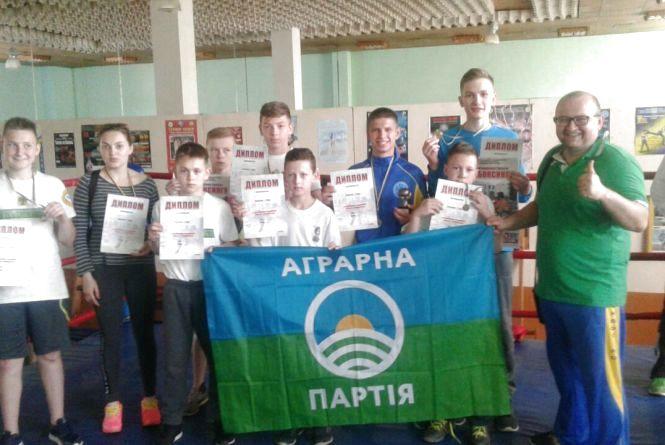 Тернопільські кікбоксери здобули сім золотих медалей на Волині