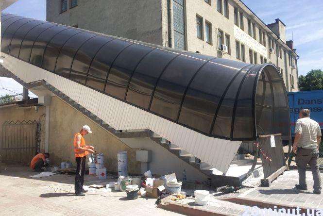 Міст-тунель біля залізничного вокзалу вже облюбували безхатченки