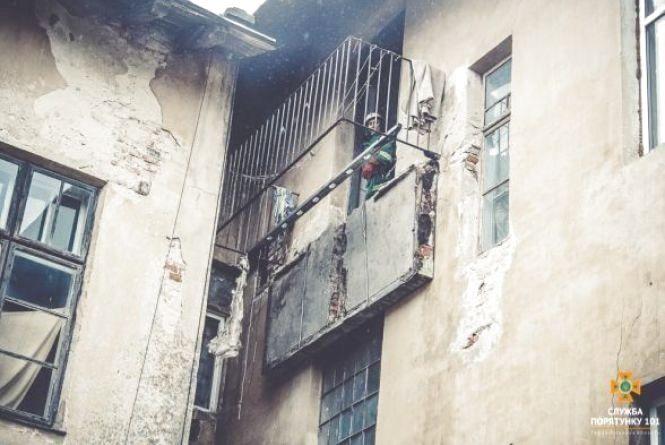 Комунальники, через яких трапився обвал балкону, отримали кримінальну справу