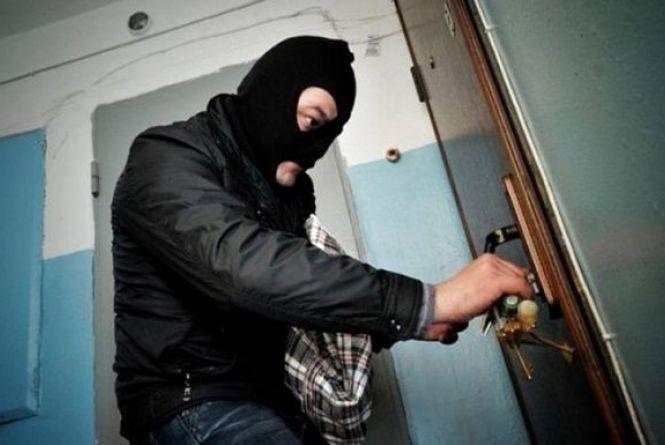 Молодий чоловік вирішував свої фінансові проблеми крадіжками