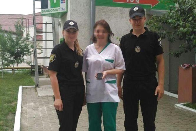 Патрульні знайшли мобільний і повернули матері школяра