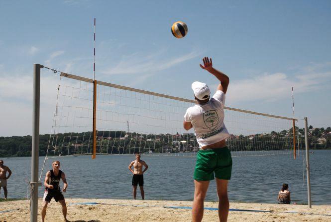 На Циганці спекотна гра у волейбол (ВІДЕО)