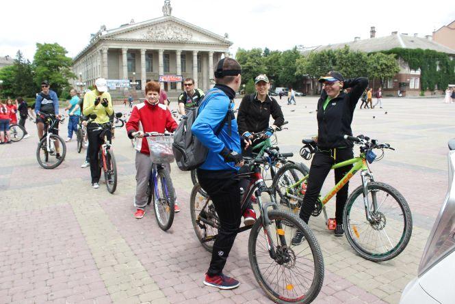 Тернополяни бігли та їхали велосипедами, щоб зібрати кошти на лікування  Марічки Гвоздецької