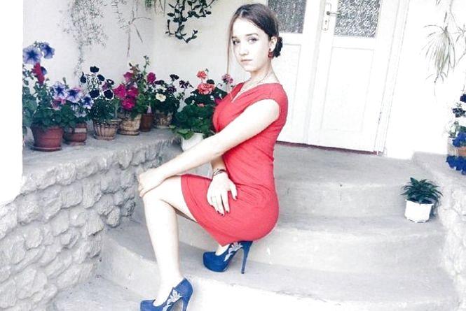 У Вишнівці прощаються з убитою 17-річною випускницею