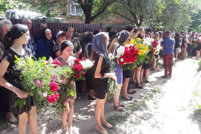 У Вишнівці поховали 17-річну Іринку Мукоїду (оновлено)