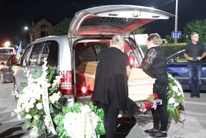 У Тернополі зустрічали тіло бійця, який помер в Польщі (ВІДЕО)
