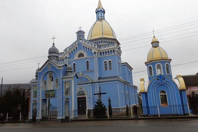 У Монастириськах церква вивісила списки, хто скільки здав на ремонт