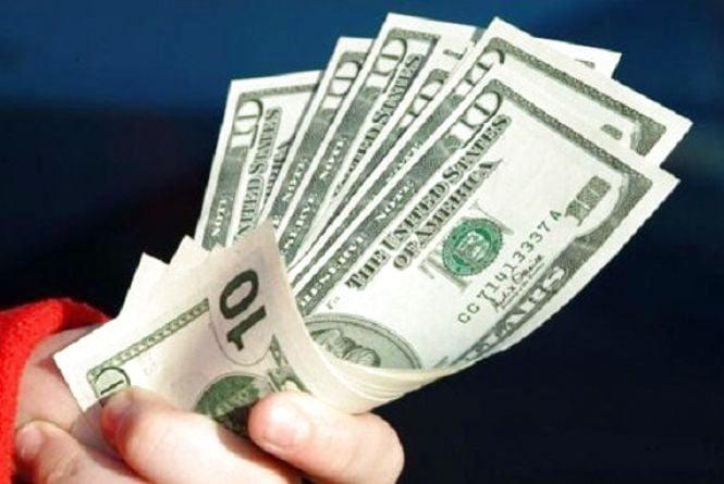 """Перевіряємо долари на """"справжність"""" – дома і в банку"""