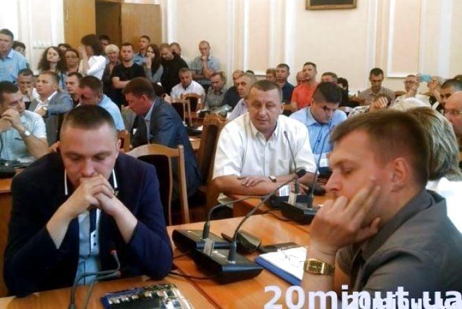 """У Тернополі депутати """"озброїлись"""" та готові йти на сесію"""