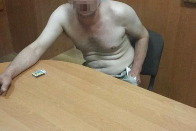 П'яний чоловік кидався пляшками в чужі авто