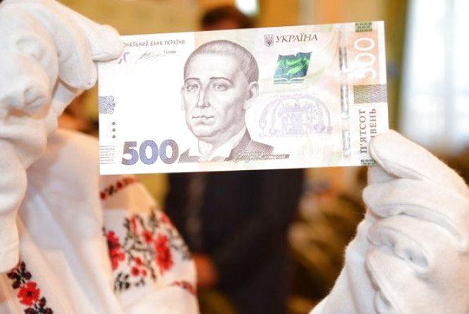 За покупку тернополянин хотів заплатити фальшивою 500-гривневою купюрою