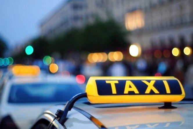 Таксиста, що був під дією наркотиків, затримали на дорозі правоохоронці