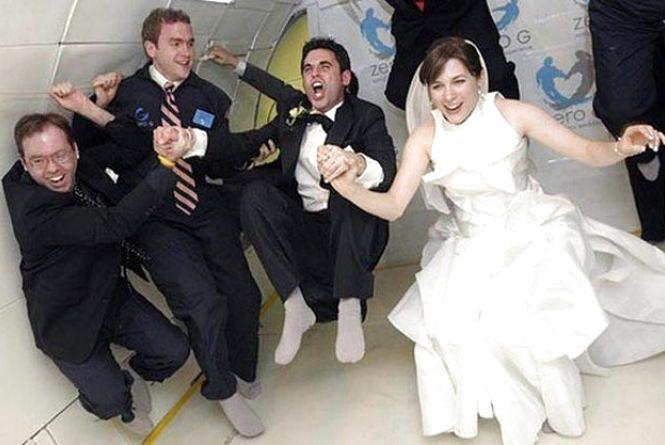 10 серпня: вперше зіграли весілля в космосі
