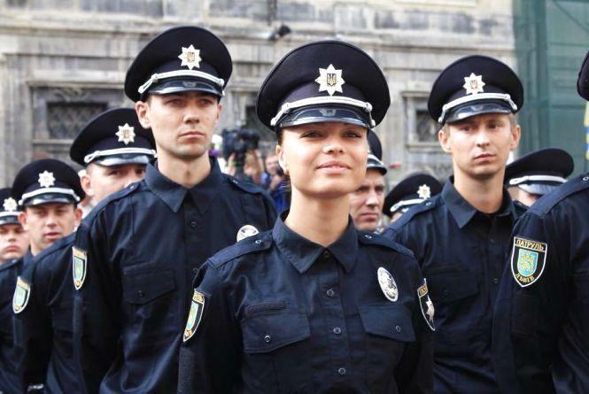 На одне місце інспектора патрульної поліції- п'ятеро бажаючих. Зарплата - від 8000 грн