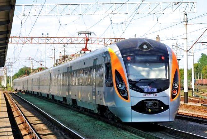 Швидкісний потяг до Польщі пустять на День Незалежності