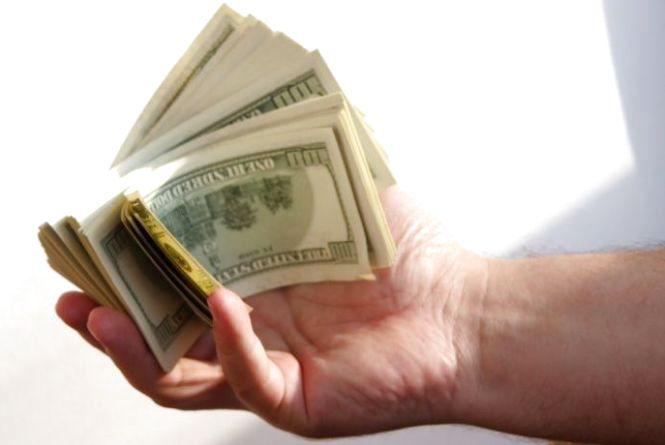 На Тернопільщині шахрайка видурила 12000 доларів