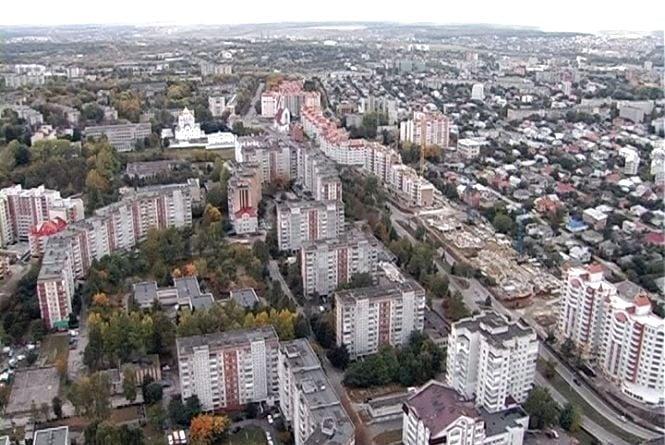 """Тернополянка скаржиться, що на """"Канаду"""" не їздять маршрутки"""