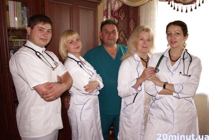 У Тернополі велику родину об'єднали білі халати
