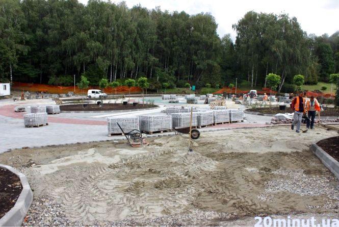 """В парку """"Нацвідродження""""  встановлюють пішохідний фонтан з басейном"""