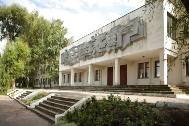 """Тернополяни просять декомунізувати фасад """"Вчитись, Вчитись, Вчитись"""""""