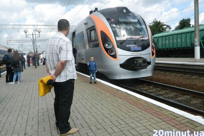 На перший рейс потяга «Київ – Перемишль» розкупили усі квитки