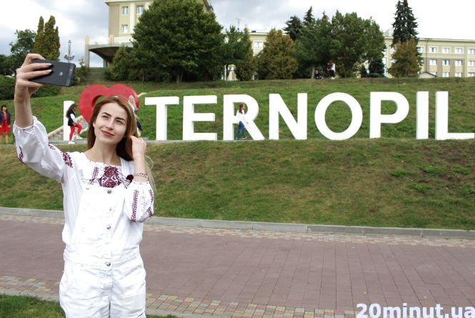 Як зробити вдалі кадри біля літер I love Ternopil