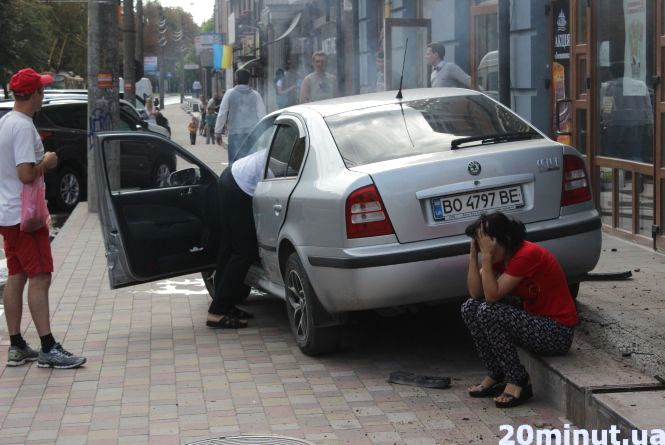 На Крушельницької  ДТП: Skoda  ледь не збила дитину на тротуарі