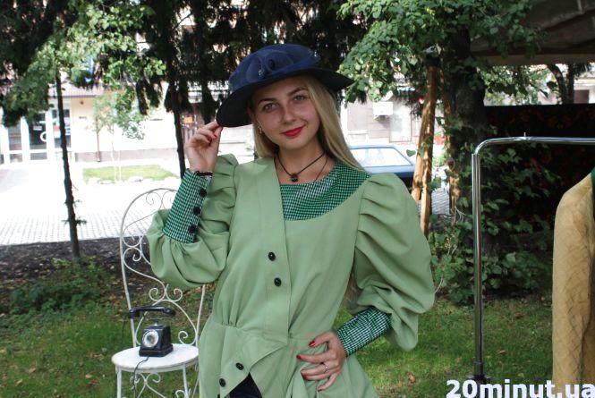 Біля Франка можна перевтілитись в даму в капелюшку