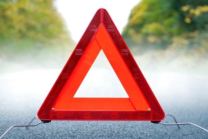 """Аварії на Тернопільщині: водій мопеду збив жінку, а автомобіль """"ROVER -400"""" перекинувся"""