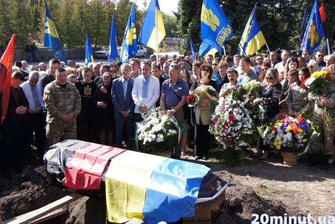 Свободівця Володимира Стаюру ховали з почестями та оркестром