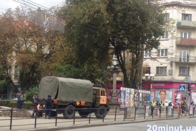 Біля пам'ятника Крушельницькій знайшли артснаряд