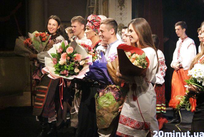 """Юристи ТНЕУ показали свою """"Кайдашеву сім'ю"""". Зал аплодував стоячи"""