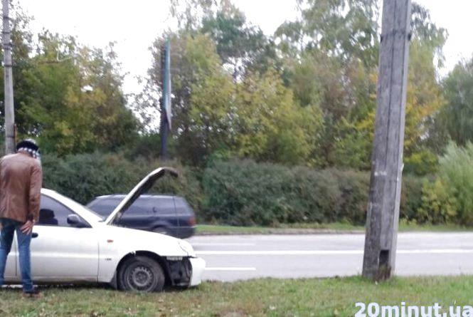 """Неподалік """"Ватри"""" водій Daewoo в'їхав у стовп"""