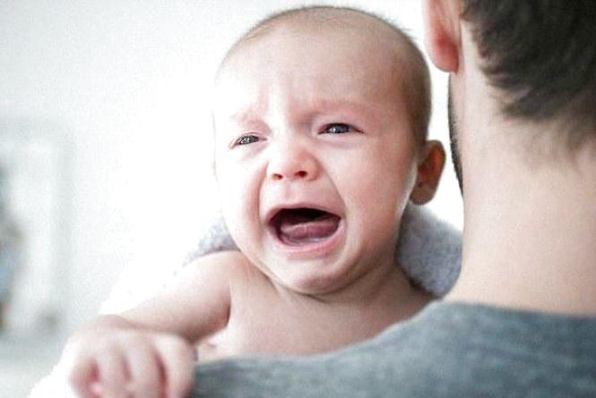 Сусідка викликала поліцію, бо не могла слухати дитяче ридання