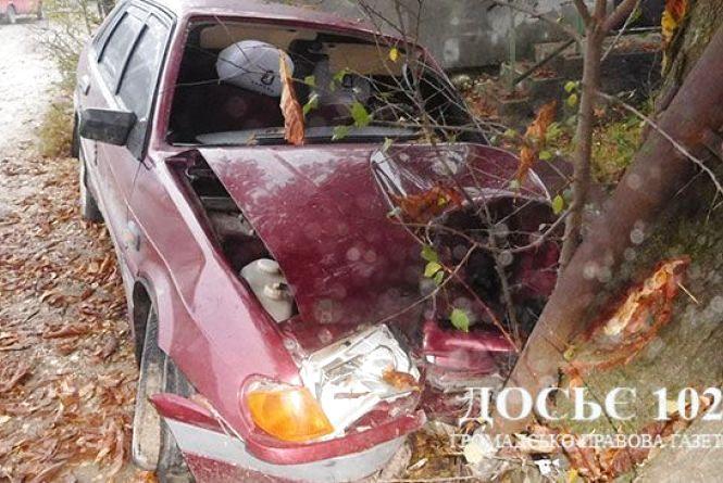На Тернопільщині молодий водій в'їхав у дерево. Хлопець загинув на місці ДТП
