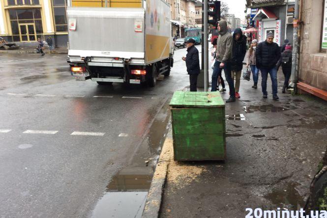 Фото дня: в Тернополі почали готуватись до снігопадів