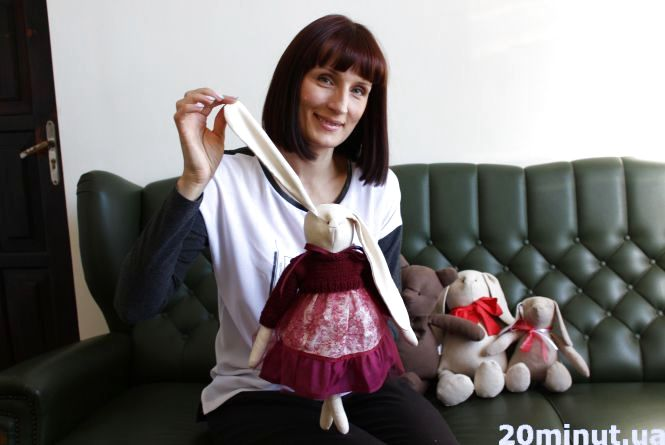 Тернополянка звільнилася з роботи головного бухгалтера і почала робити дивовижні ляльки