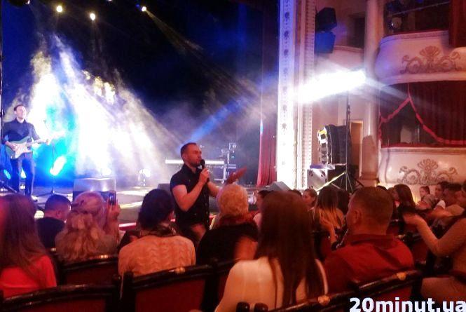 """Павло Табаков співав із тернополянами у """"караоке"""" та роздавав автографи"""