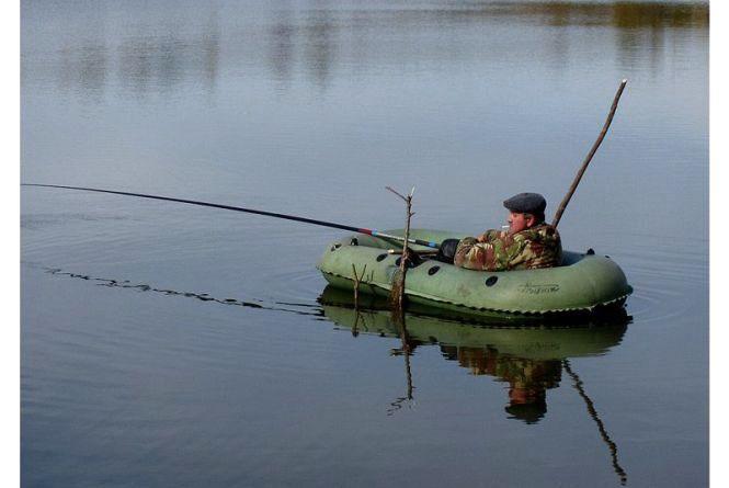 В Івачеві чаєм відігрівали двох рибалок, які випали в озеро з човна