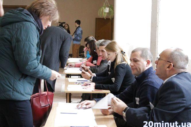 """В педуніверситеті """"за"""" ректора Буяка проголосували майже 92% виборців"""