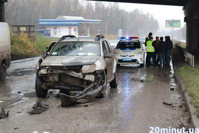 На об'їзній біля заправки аварія. Зіткнулися джип і КамАЗ (оновлено)