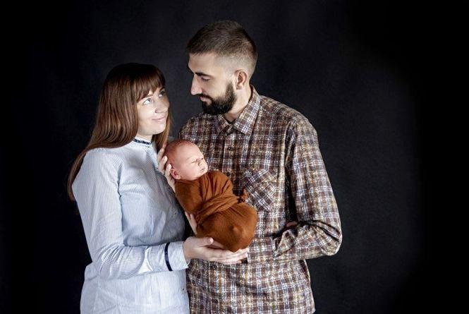 «Годую грудьми сина, а чоловік розчісує мені волосся,» - Наталія Червак про материнство