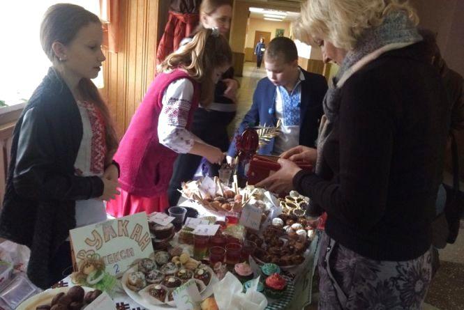 Учні школи № 27 готують гостинці для воїнів