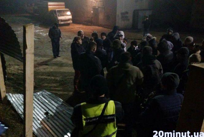 """Тернополяни повалили паркан навколо будівництва біля """"Березолю"""""""