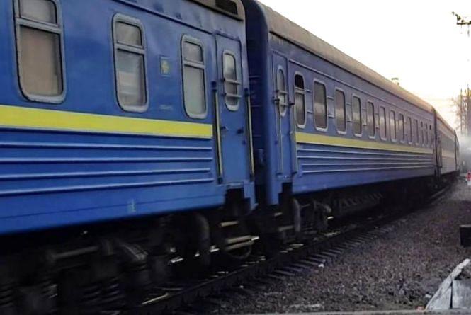 Біля Тернополя аварія на колії: потяг почав зворотній рух ізіткнувся з тепловозом