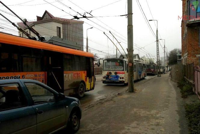 Рух тролейбусів відновили. Стояли вони, бо через аварію не було струму