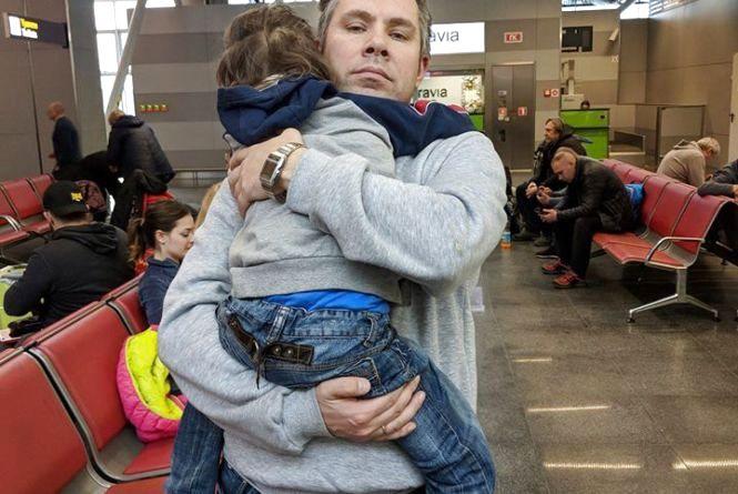 Замість польоту на екзотичний острів тернополяни з дітьми на 34 години застрягли в аеропорту