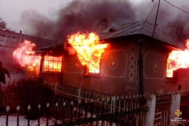 Страшна пожежа на Тернопільщині: вогонь виривався через вікна