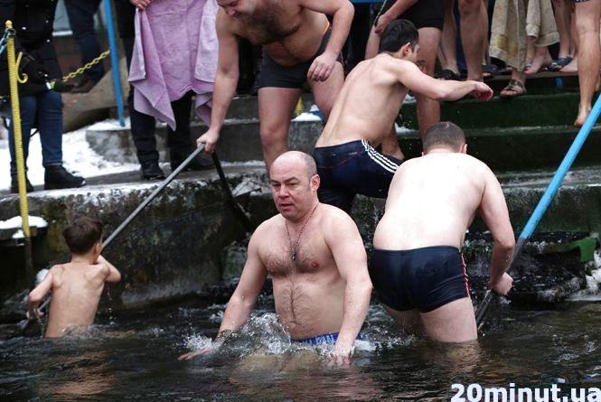 Міський голова з однопартійцями очистились на Водохреща