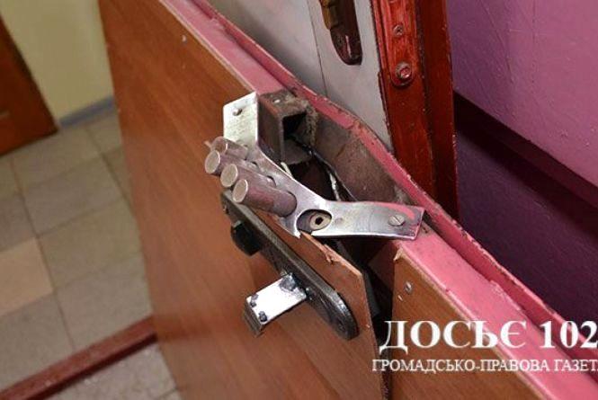 """""""Вона безстрашна жінка"""", - власники квартири на Золотогірській про пильну сусідку, яка впіймала злодія"""